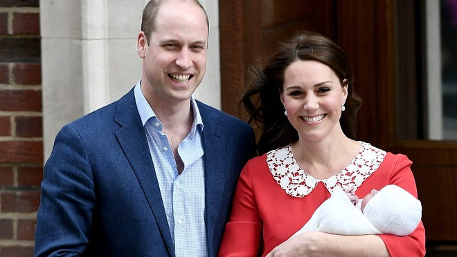 LONDON, ENGLAND - APRIL 23:  Catherine, Duchess of Cambridge and Prince William, Duke of Cambridge, depart the Lindo Wing with their newborn son at St Mary's Hospital on April 23, 2018 in London, England. The Duchess safely delivered a boy at 11:01 am, weighing 8lbs 7oz, who will be fifth in line to the throne.  (Photo by Gareth Cattermole/Gareth Cattermole/Getty Images)