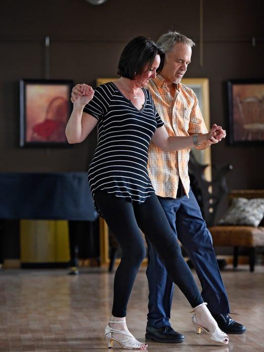 636313074873857343-Melinda-dances-1.jpg
