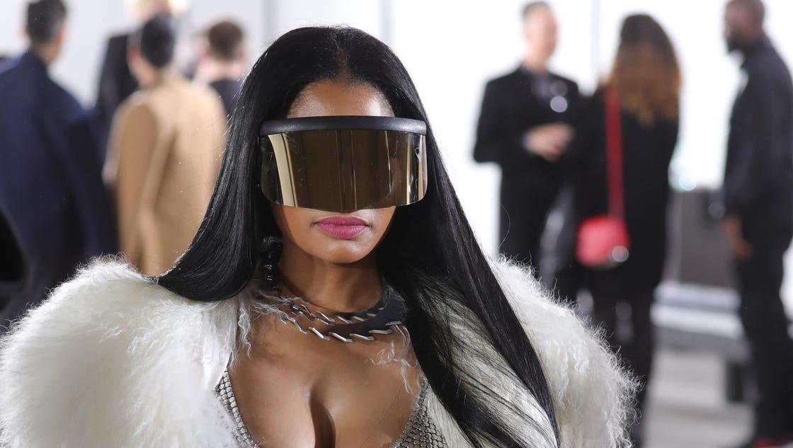 Nicki Minaj Exposes Breast At Paris Fashion Week