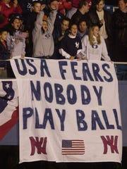 Fans at the 2001 World Series between the Yankess and Diamondbacks