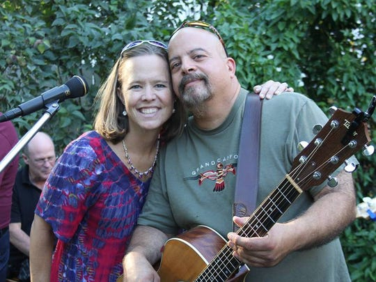Caren Kennedy and Rob Viola of the Leather & Lace acoustic