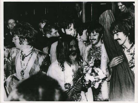 1967 Press Photo The Beatles and Maharishi Mahesh arrive in Bangor, Wales