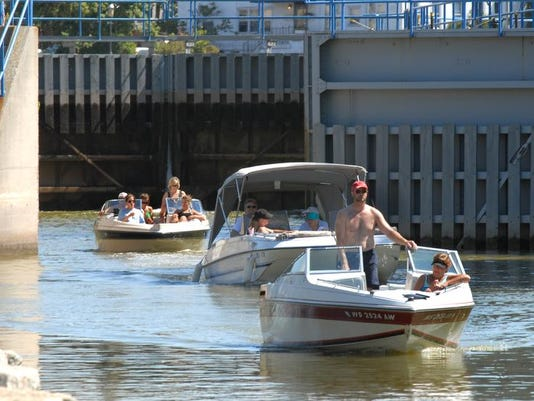 -Fox River_Boating026.jpg_20080928.jpg