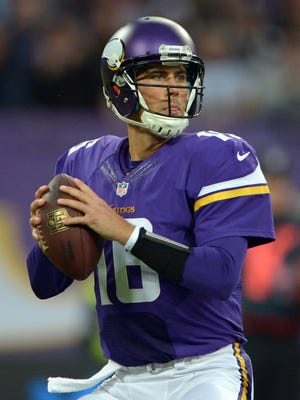 Vikings quarterback Matt Cassel threw two touchdown passes in beating the Steelers Sunday.