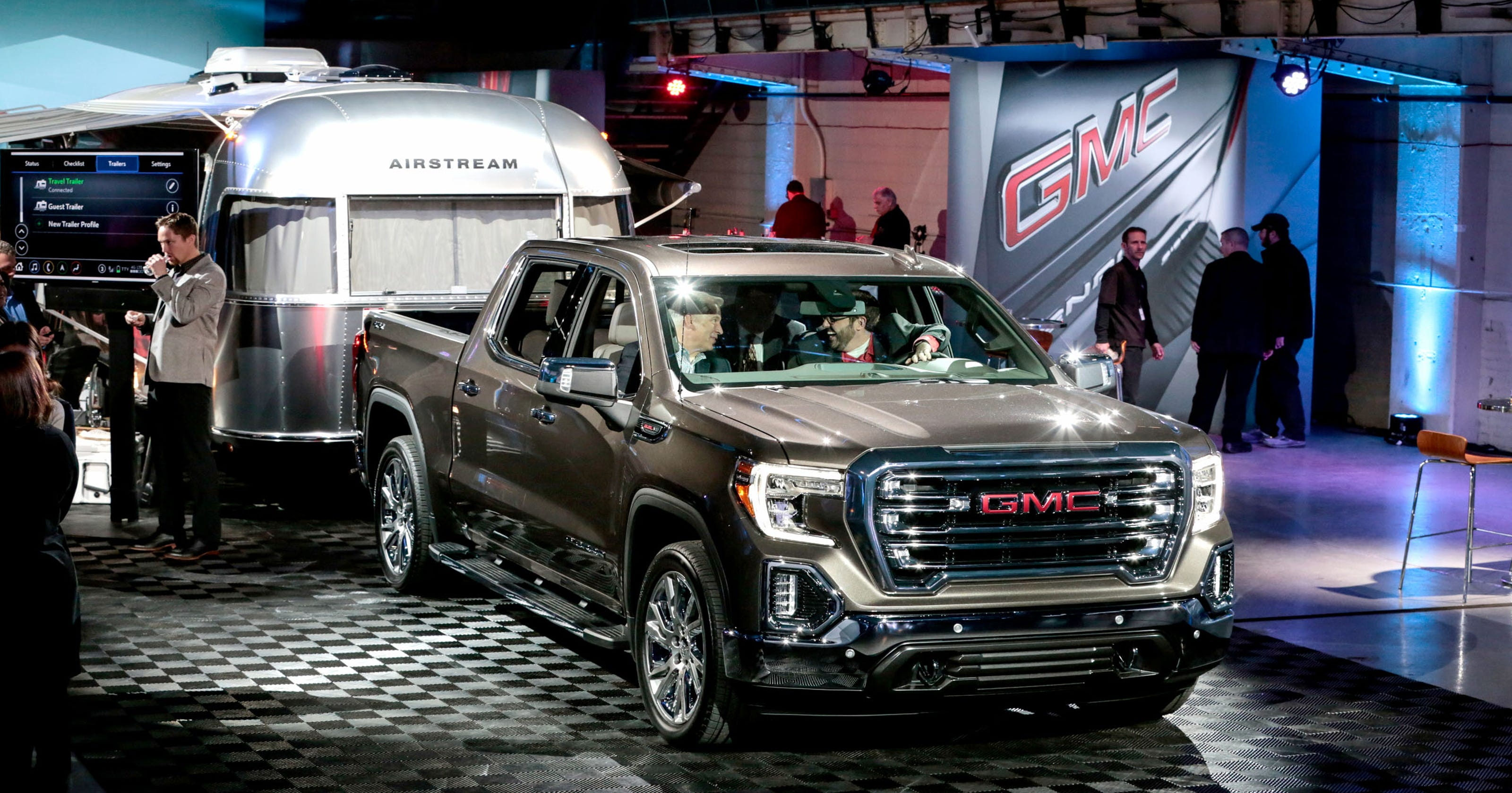 First Look 2019 Gmc Sierra Pickup Packed With Luxury And Innovation Old Chevy Truck Tailgates