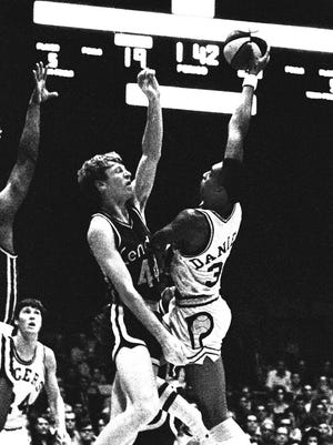 10/15/1970 ABA Pacers vs. Kentucky. Indiana Pacer Mel Daniels (34)