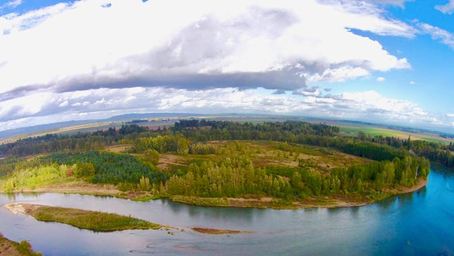 A couple has donated 107 acres along the Willamette River to Willamette Riverkeeper.
