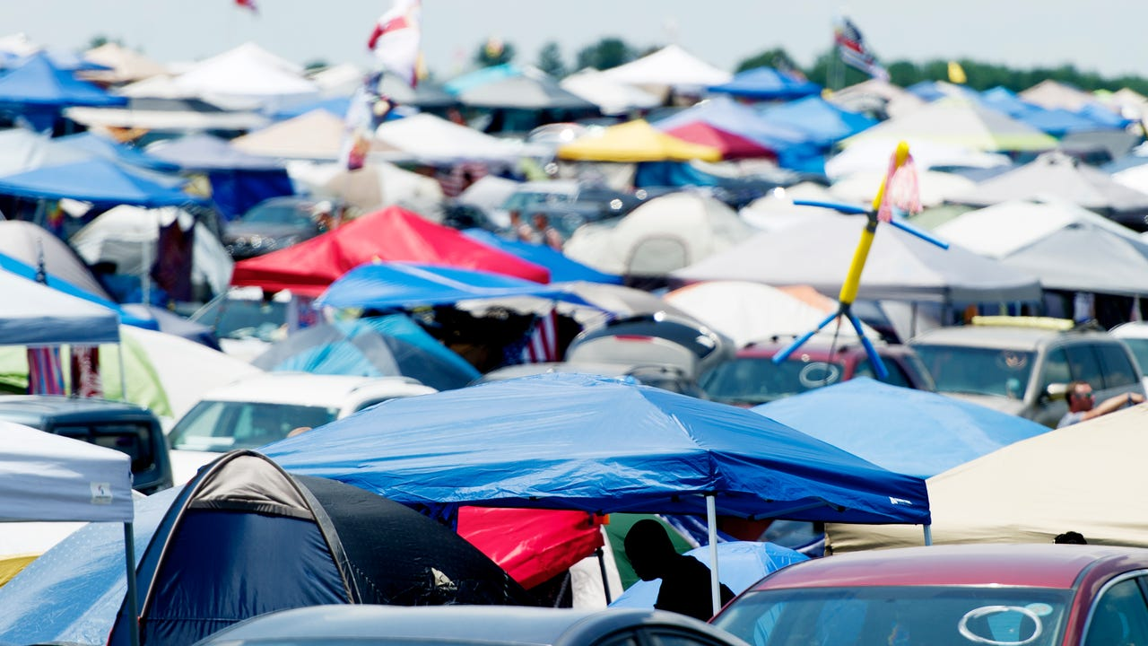Tents fly into power lines at Bonnaroo from heavy winds