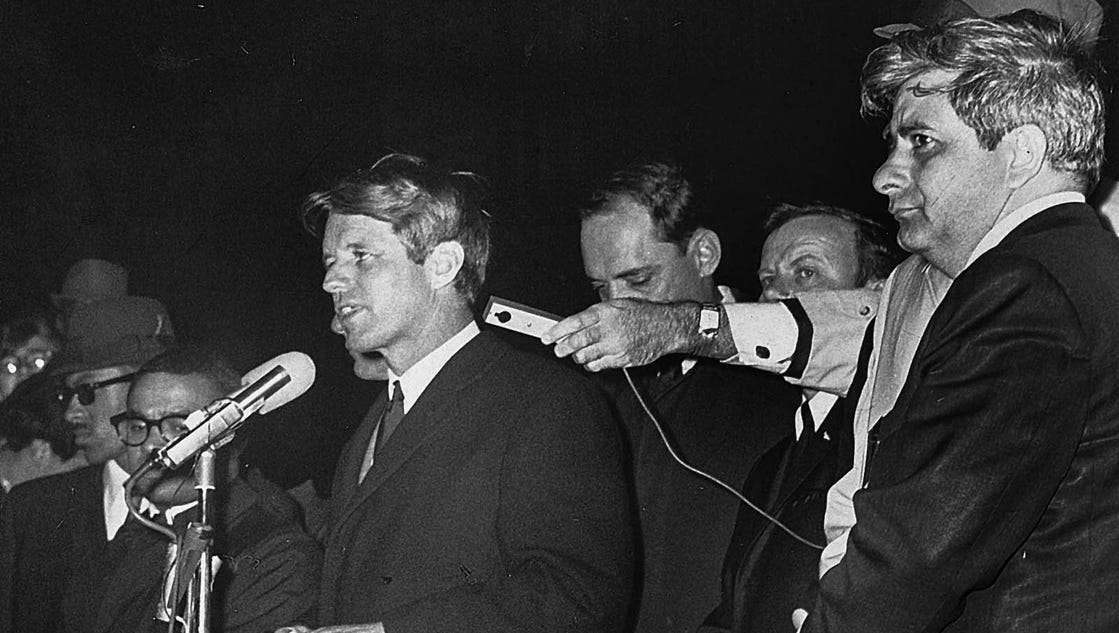 Martin Luther King Jr Dead Pictures Bobby Kennedy on the d...