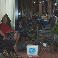 Long lines across DFW for iPhone 6.