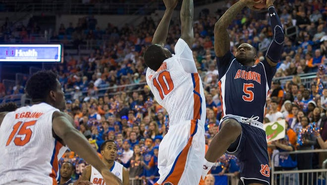 Auburn forward Cinmeon Bowers struggled to a 2 for 13 shooting performance in a 4-point effort Saturday as Florida won 95-63.