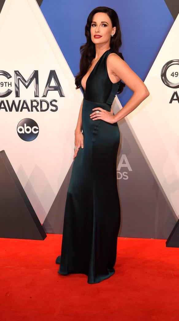 Kacey Musgraves vamps it up at the CMA Awards