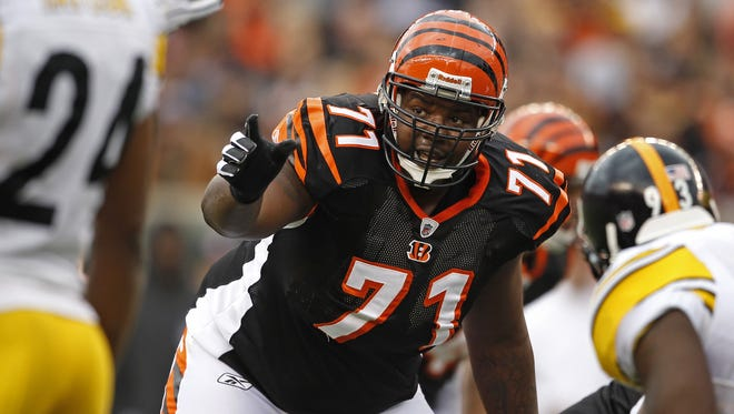 Former Cincinnati Bengals offensive tackle Andre Smith will be visiting with the team to talk about possibly returning as a free agent in 2017.