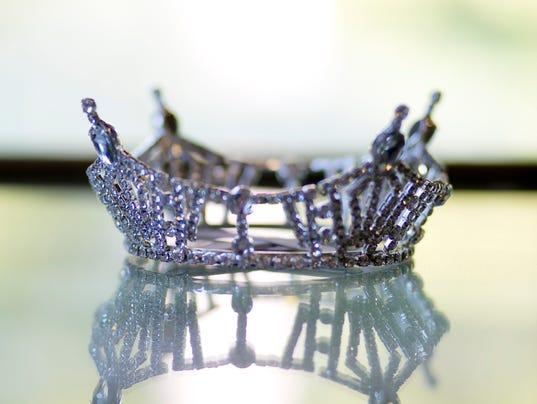 635809418522476724-crown-file