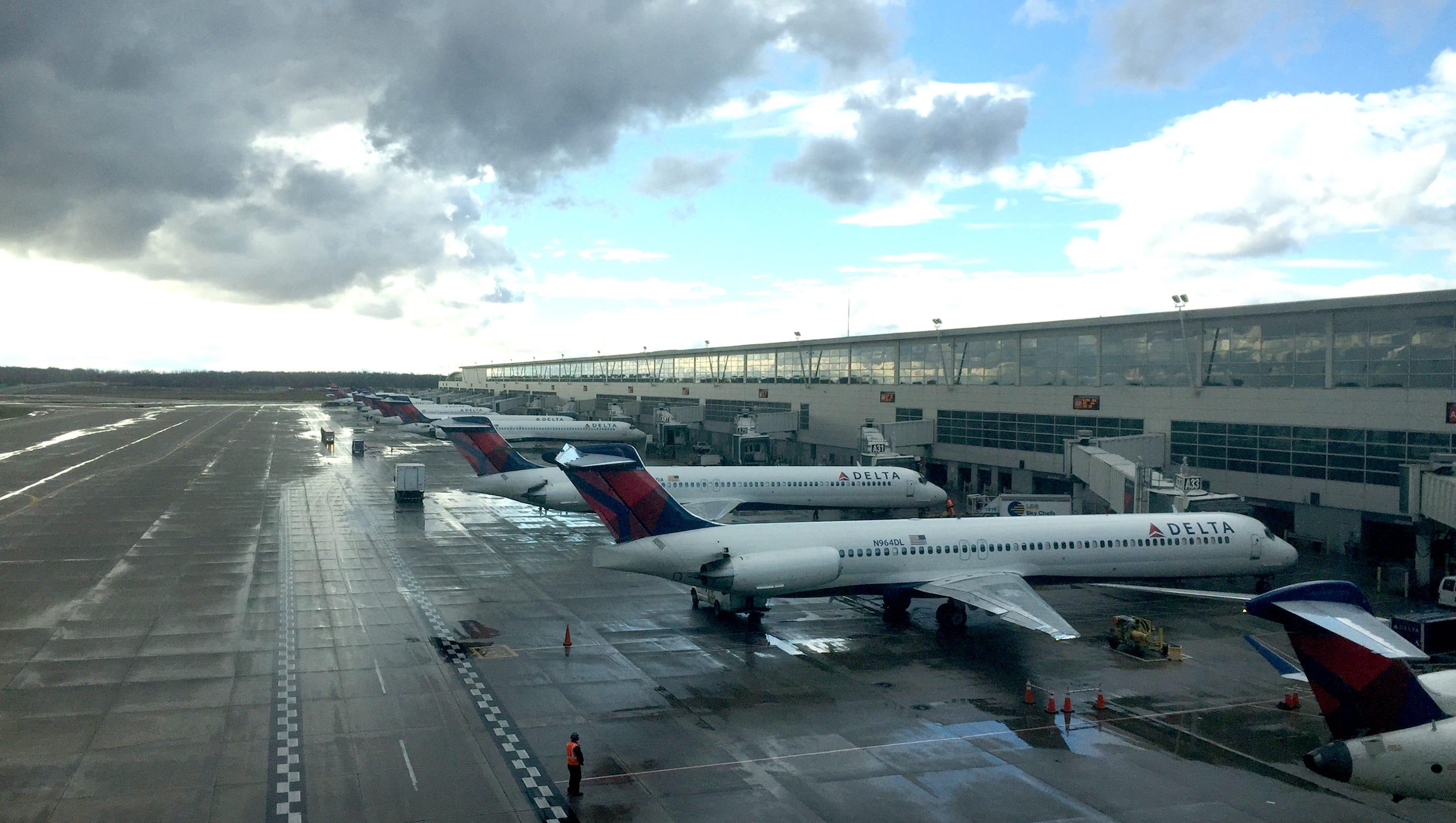 Resultado de imagen para storm USA airport