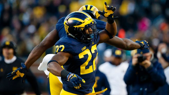 Michigan running back Karan Higdon (22) celebrates his touchdown Oct. 22, 2016.