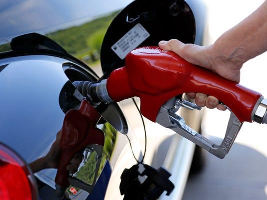 gas-prices-AP-Fuel-Economy-NYBZ109.jpg