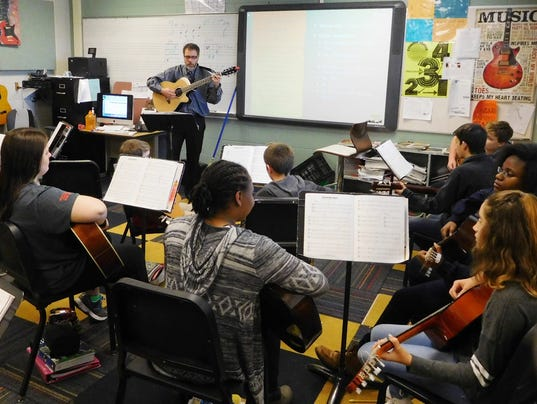 636214536623149137-Josh-Lessard-leads-his-advanced-guitar-students-in-a-sight-reading-exercise.jpg