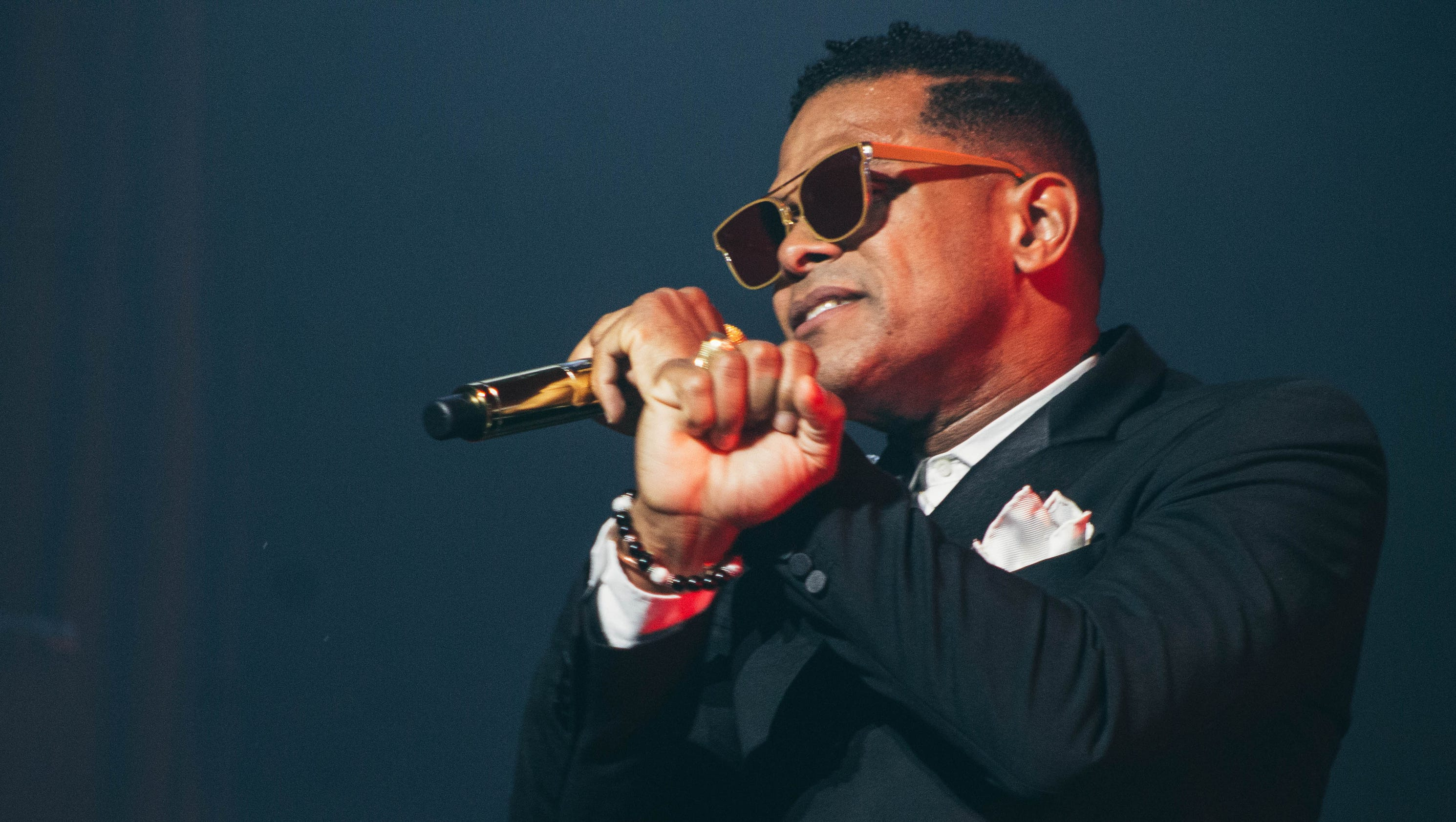 neo soul singer maxwell blends r b 39 s past and present at milwaukee concert. Black Bedroom Furniture Sets. Home Design Ideas
