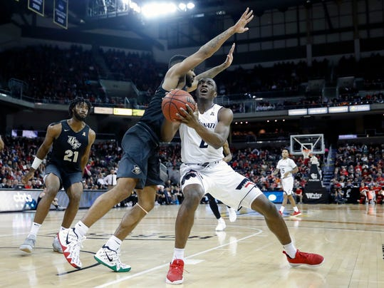 Cincinnati's Keith Williams (2) eyes the basket against Central Florida's Ceasar DeJesus, center left, in the second half of an NCAA college basketball game, Tuesday, Feb. 6, 2018, in Highland Heights, Ky. Cincinnati won 77-40. (AP Photo/John Minchillo)
