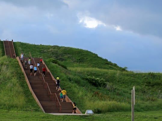 STG 0807 cahokia mounds 01.jpg