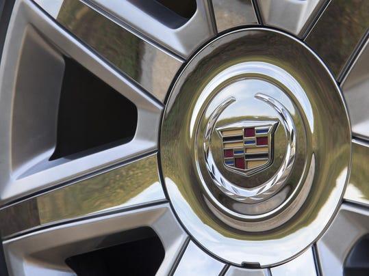 2015-Cadillac-Escalade-072