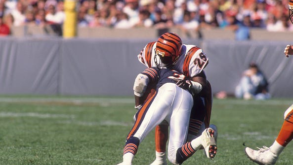 Football: Cincinnati Bengals Rickey Dixon (29) in action, defense vs Chicago Bears Neal Anderson (35) at Soldier Field.  Chicago, IL 9/10/1989