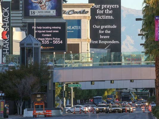 636427350627718218-vegas-shooting-day-two-4.jpg