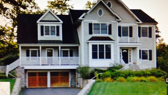 A house at 3 Bliss Farm Drive owned by securities fraudster Thomas D. Roskin.