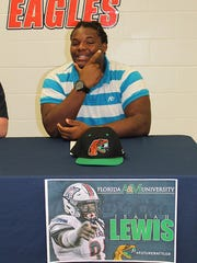 Wakulla defensive lineman Isaiah Lewis signed with