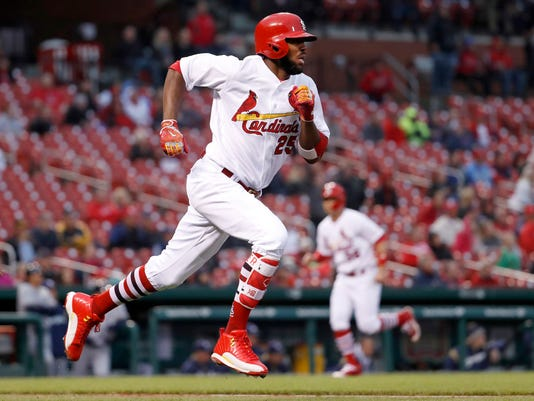 St. Louis Cardinals' Dexter Fowler, left, runs up the first base line as teammate Aledmys Diaz, right, heads in to score on a two-run triple during the second inning of a baseball game against the Milwaukee Brewers, Thursday, May 4, 2017, in St. Louis. (AP Photo/Jeff Roberson)