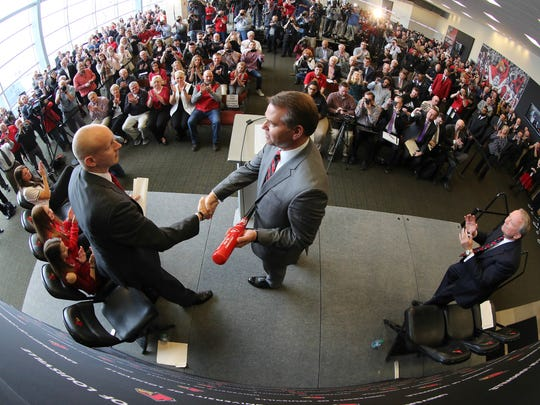 Chris Mack (left) shakes hands with Louisville Athletics Director Vince Tyra at the coach's introductory press conference in March 2018.