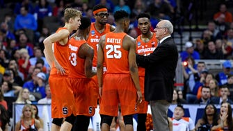Syracuse Orange head coach Jim Boeheim talks to his team during the second half against the Duke Blue Devils in the semifinals of the Midwest regional of the 2018 NCAA Tournament at CenturyLink Center.