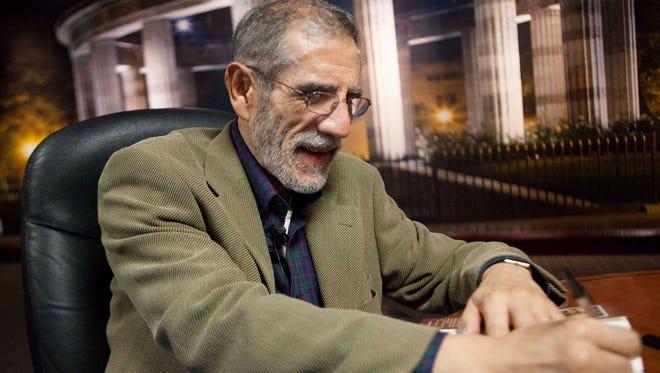 El periodista, escritor y divulgador de la ciencia, Luis González de Alba, falleció este domingo 2 de octubre de 2016 a los 72 años de edad. González de Alba partició en el movimiento estudiantil de 1968. El literato durante una entrevista, diciembre 2013.