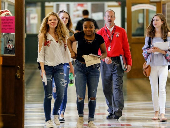 Manitowoc Lincoln High School students make their way