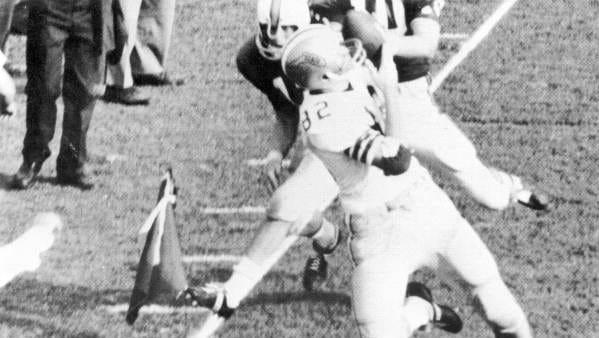 Lane Fenner catching football in FSU-Florida game.