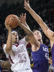 New Mexico State Zach Lofton looks for an opening over