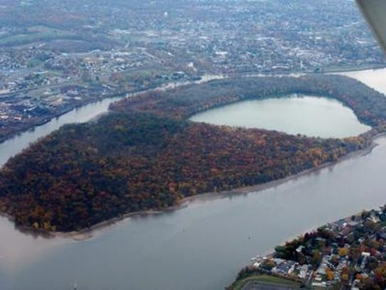 Learn the history of the Delaware River as it relates to important points in American history.