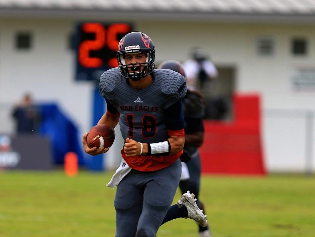 Wakulla quarterback Feleipe Franks sprints for a first down on a run in the first quarter of last Saturday's 42-14 loss to Spartanburg.