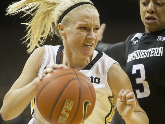 635713959083245102-IOW-0115-Iowa-wbb-vs-NW-03