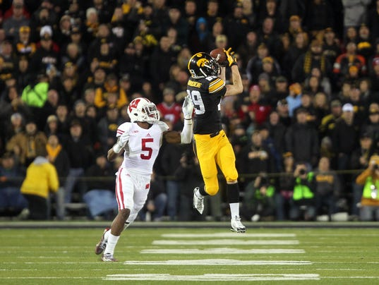 635794179815672125-IOW-1123-Iowa-football-vs-Wisco-29