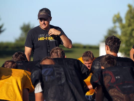 636390967802458689-170823-01-Mid-Prairie-football-preview-ds.jpg