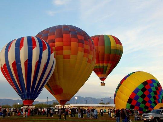 Bellos globos aerostáticos en el Festival Arizona Balloon
