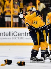 Nashville Predators center Vernon Fiddler (83) and