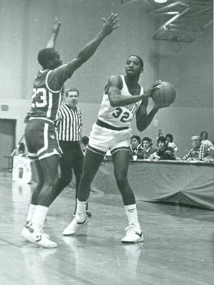The elder Karl Towns playing for Monmouth in the mid-1980s.