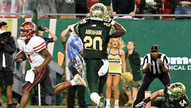 Houston Cougars quarterback D'Eriq King (4) scores the game-winning touchdown against the South Florida Bulls at Raymond James Stadium.