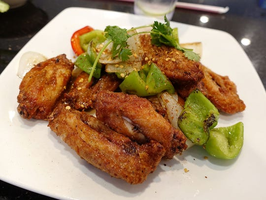 Canh ga chien nuoc man, crispy fried chicken wings