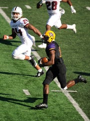 Hardin-Simmons running back Jaquan Hemphill (16) runs