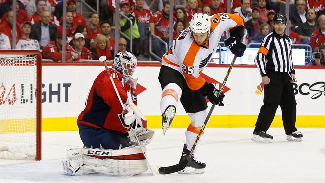 Flyers forward Ryan White tries to get a shot past Capitals goalie Braden Holtby in Game 1 on Thursday night. White will be counted on to provide traffic in front of the net to help the Flyers improve on offense.