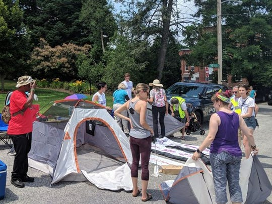 Redistricting protesters set up camp outside Gov. Wolf's